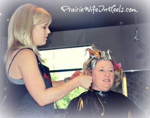 hairstylist coloring hair